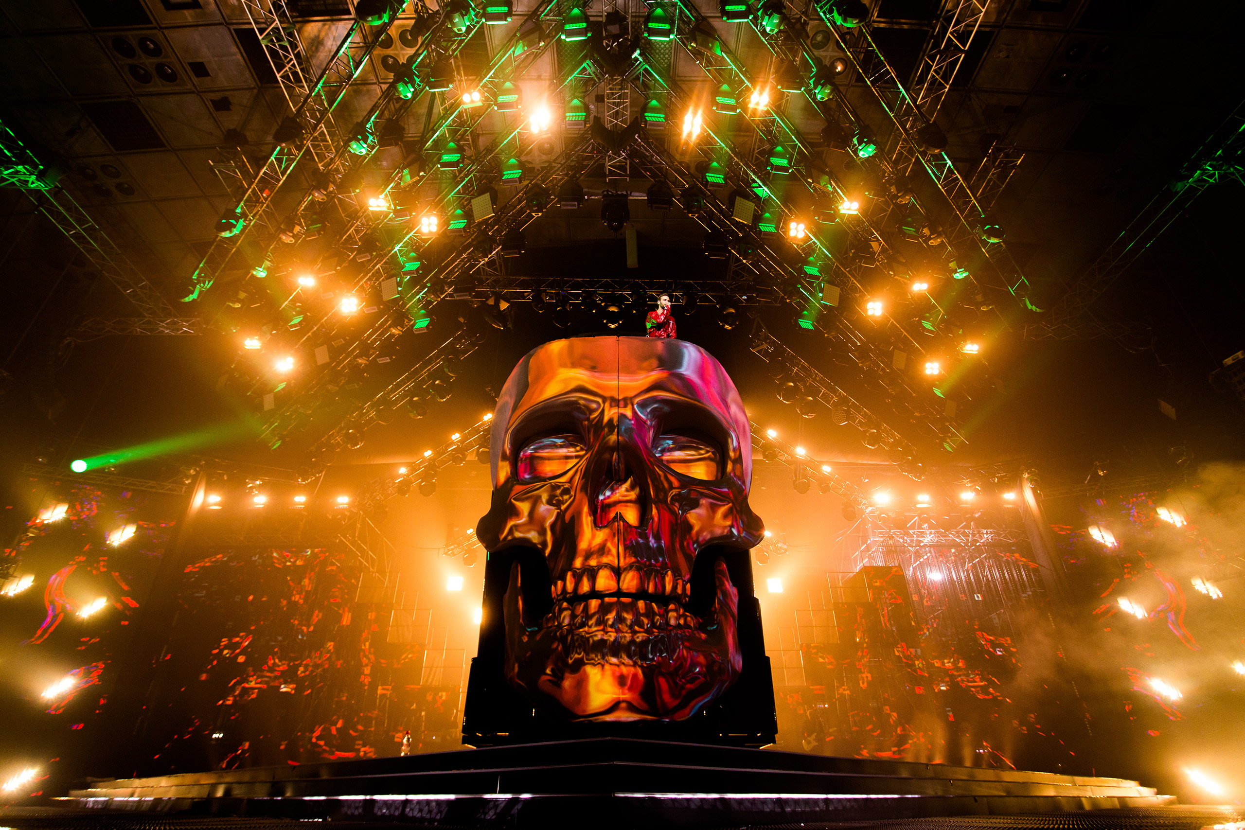 Font-Pictures-Screenberry-Max-Barskih-Concert-Giant-Scull-3D_Mapping-2650px-356A3997.jpg