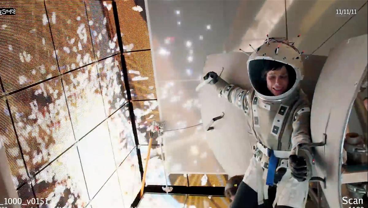 gravity_1200_film09.jpg