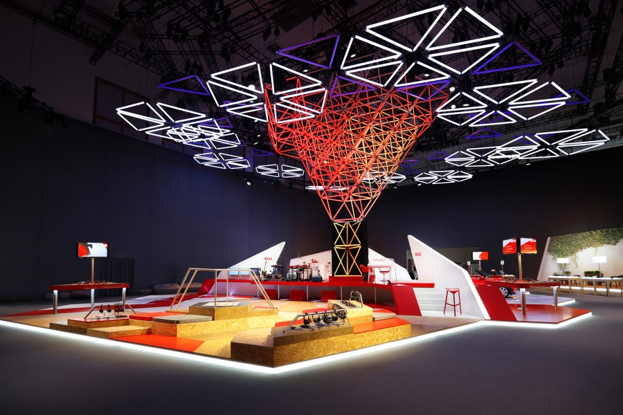 kinetic-lights-space-frame-vodafone-ifa-001-900x600.jpg