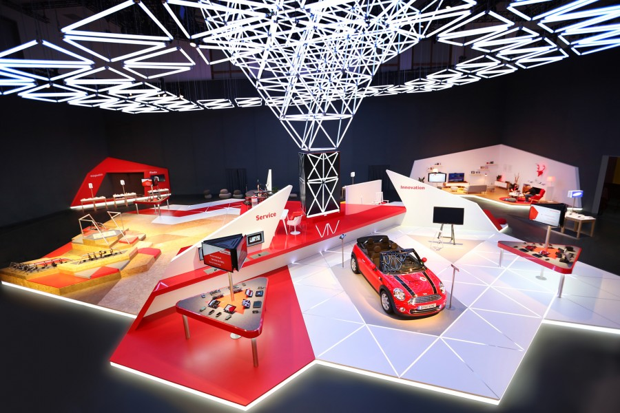 kinetic-lights-space-frame-vodafone-ifa-002-900x600.jpg